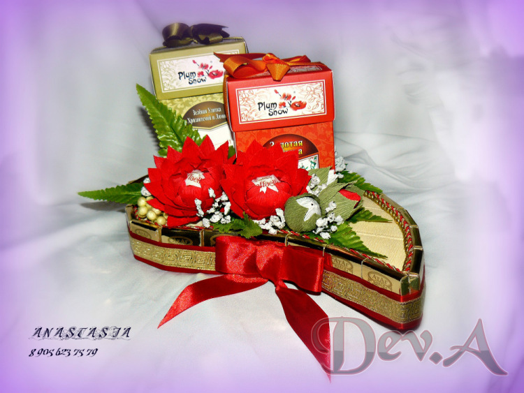 Коробка с цветами из конфет и чаем своими руками 40