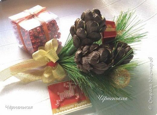 Новогодние подарки из гофрированной бумаги и конфет 66